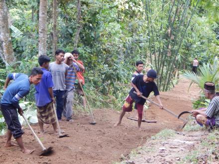 Pembukaan Jalan Baru Dusun Gelangsar Timur
