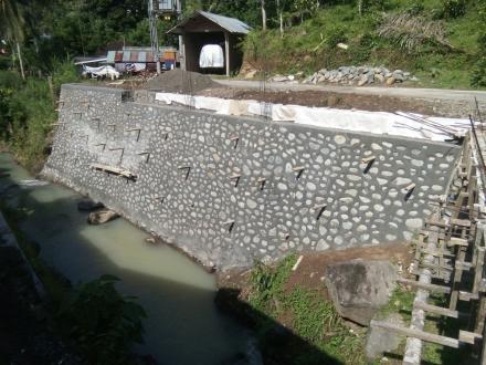 Pentaludan Badan Jalan dari Program Dana Desa (DD) Termin II (Kedua)