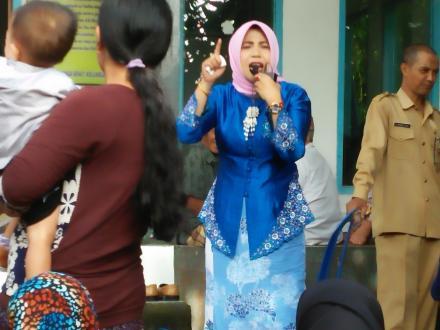 Kunjungan Ibu Bupati Lombok Barat Ke Posyandu Sekarwangi Desa Gelangsar