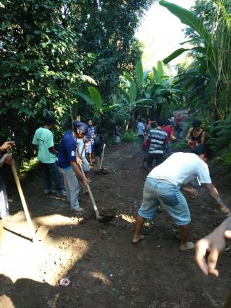 Gotong Royong Ruas Jalan Dusun Apit Aiq Sampai Dusun Geripak