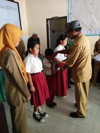 Penyerahan Beasiswa Bagi Anak Berprestasi dari Dana Desa (DD) Termin I Tahun 2017