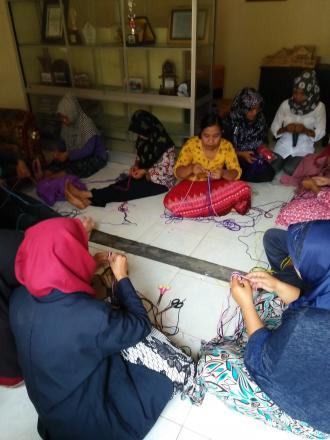Kegiatan TP-PKK Desa Gelangsar Bersama KKP UIN Mataram Tahun 2017