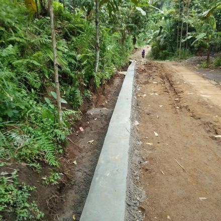 Pembangunan Talud Badan Jalan dari Dana Desa Tahap II