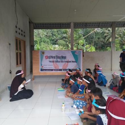"""""""Argumen Bina Desa"""" Pelatihan Bahasa Inggris Oleh Mahasiswa UNRAM di Desa Gelangsar"""