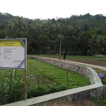 Pembangunan Talud Badan Jalan Dusun Gelangsar RT 01 dari Dana Desa Tahap I Tahun 2018
