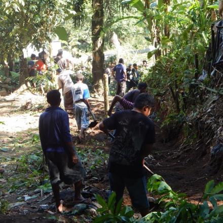 Gotong Royong Pembukaan Jalan Baru Dusun Gelangsar Timur RT 01 Tahun 2018